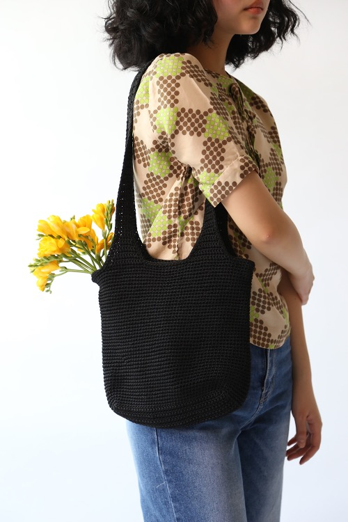 BLACK KNITTING BAG