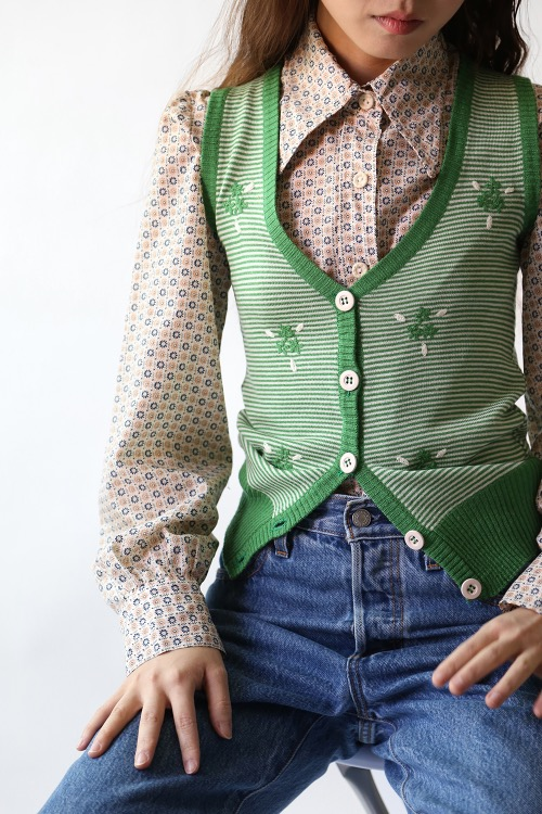 EMBROIDERED GREEN VEST