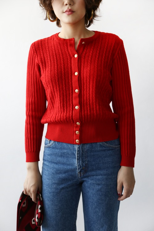 CLASSIC RED KNIT TOP