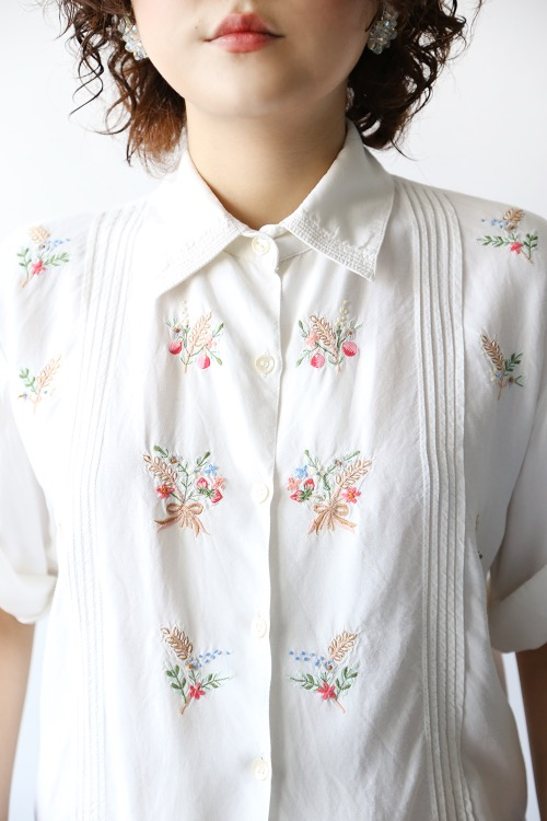A BOUQUET OF FLOWERS BLOUSE